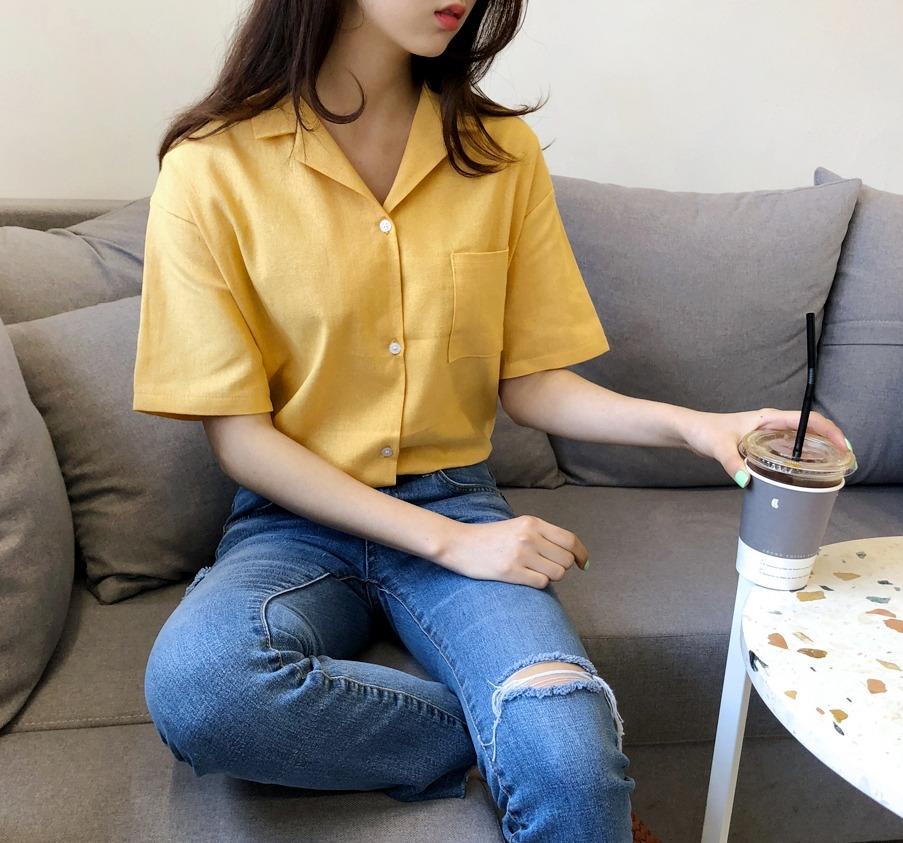 △短袖襯衫: 首先就是初入職場必備的襯衫啦!怕襯衫看起來太正式、呆版的話,建議選擇這種短袖襯衫,帶點正式又休閒的感覺,最適合職場新鮮人了啊~